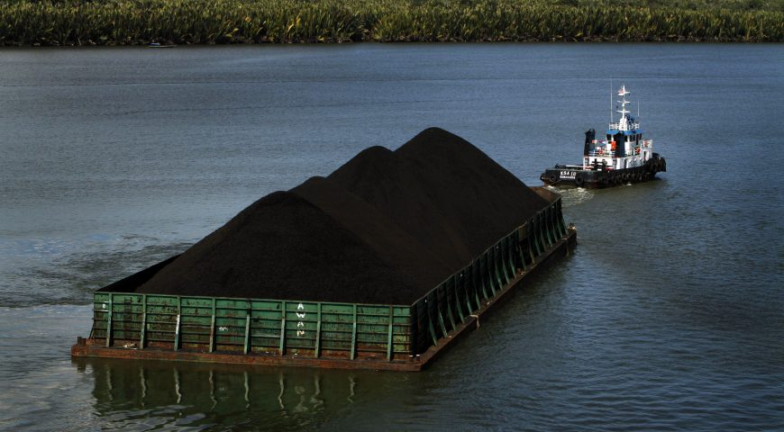 A view of a barge, transporting coal from Berau Coal, in Berau district in Indonesia's East Kalimantan province August 18, 2010. China's mining and oil companies, including CNOOC and Chinalco, are scouring the world - from Australia to Brazil, and Canada to Indonesia - for takeover targets to secure long-term supply for the world's fastest growing major economy. But the likelihood of Chinese state-owned giants successfully mounting takeovers of major minerals and coal firms in Indonesia, the world's largest exporter of thermal coal and tin, is small. Picture taken August 18, 2010. To match Analysis MINING-INDONESIA/CHINA  REUTERS/Yusuf Ahmad  (INDONESIA - Tags: ENERGY BUSINESS) - RTXTJS6